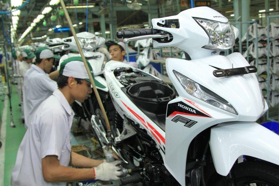AHM Segarkan Tampilan New Honda Revo FI