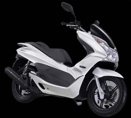 AHM Rilis Honda PCX Warna Putih
